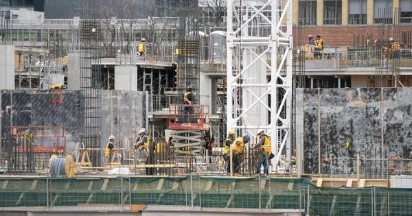 Ontario construction group renews call for site shutdowns