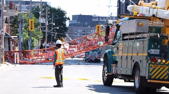 Crane collapses in downtown Toronto